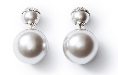 Orecchini doppi, le perle giganti della collezione Mise en Dior di
