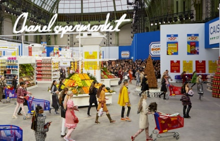 Chanel supermarket, la sfilata autunno/inverno 2014 all'interno di uno shopping center
