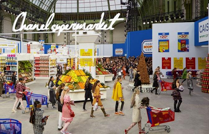 Chanel supermarket, la sfilata autunno/inverno 2014 all'interno di uno shopping center