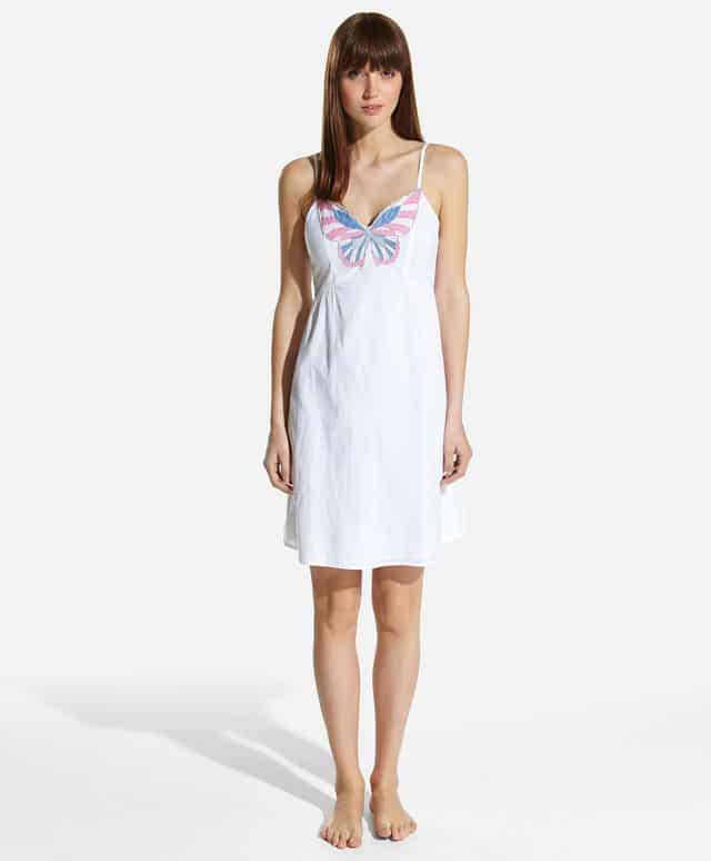 Camicia da notte con farfalla ricamata. Prezzo 22,99 €