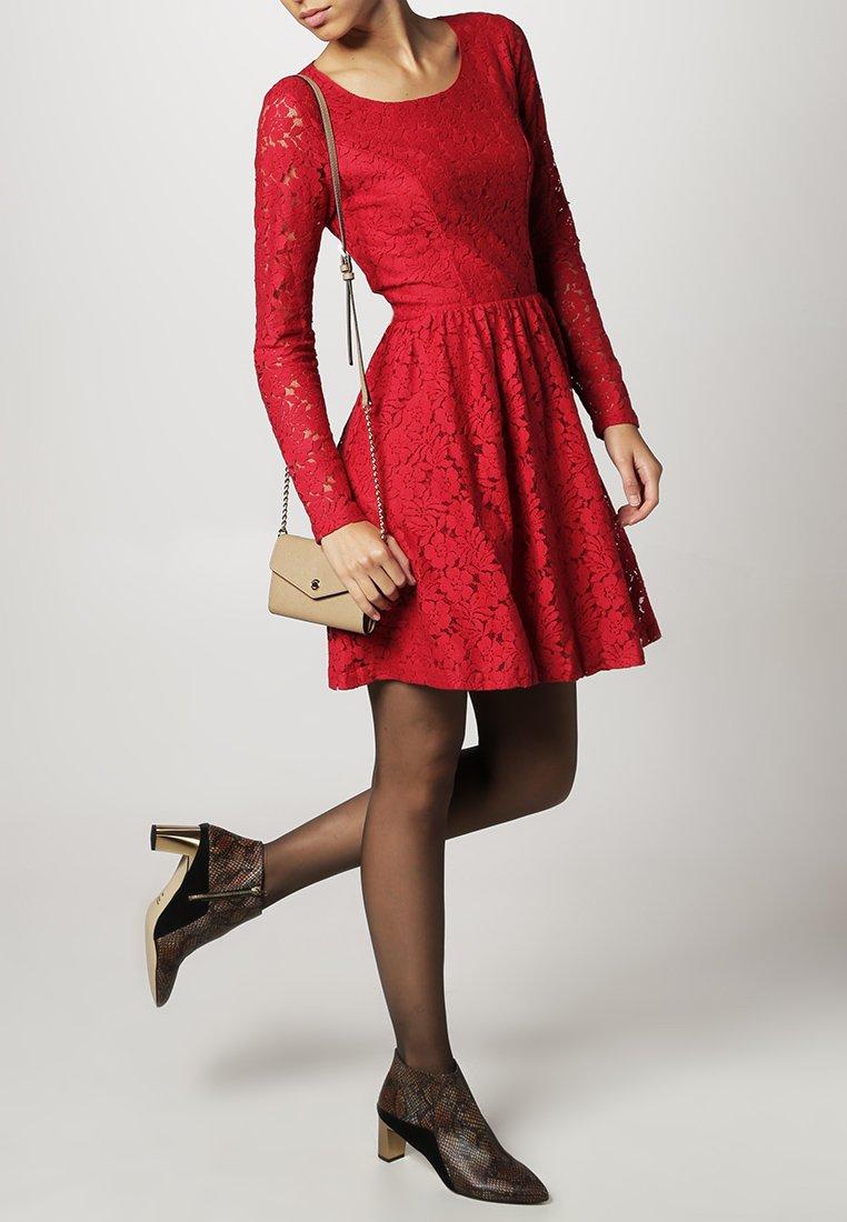 abito-pizzo-rosso-12