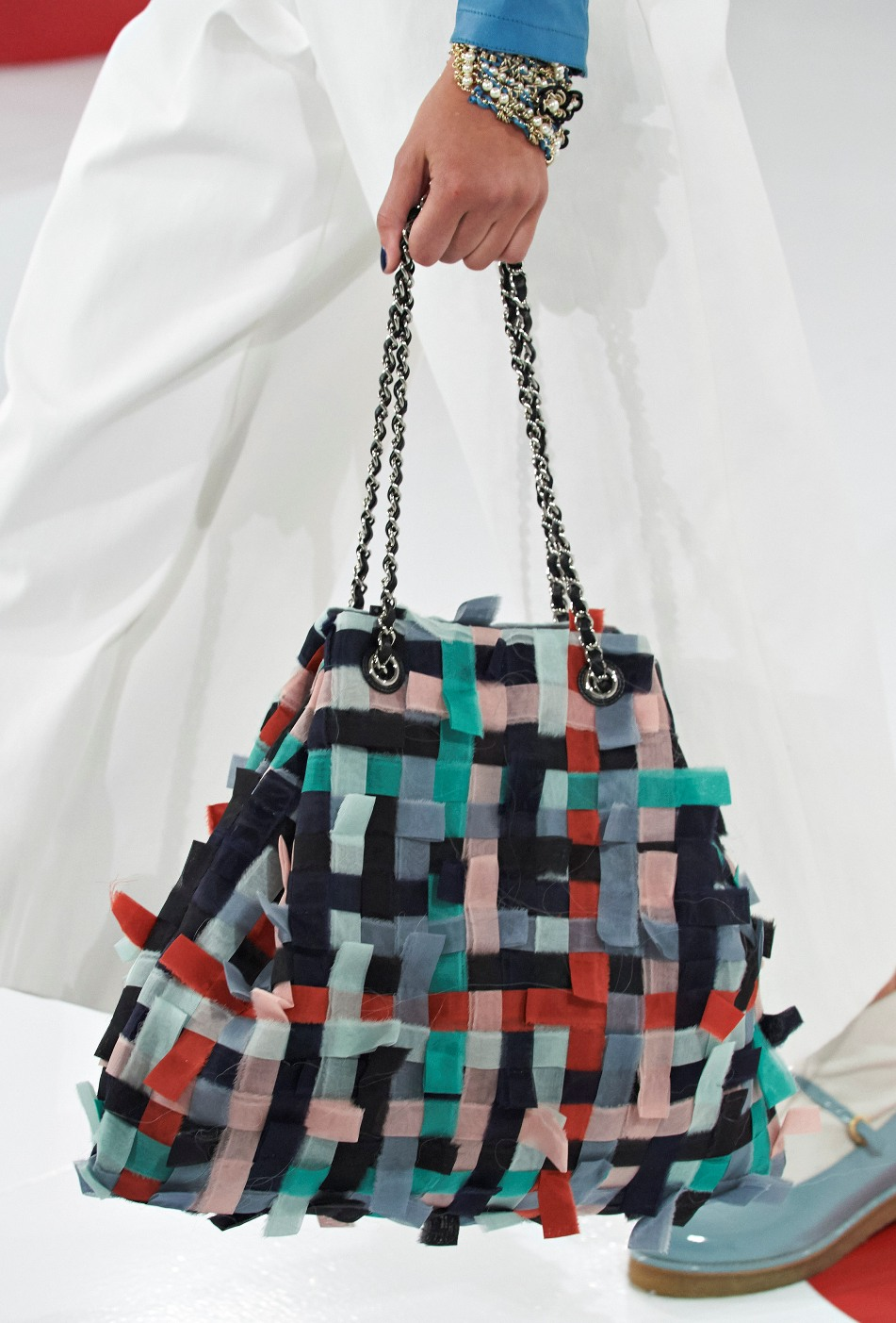 chanel-seoul-resort-cruise-2016-bags-accessories-11