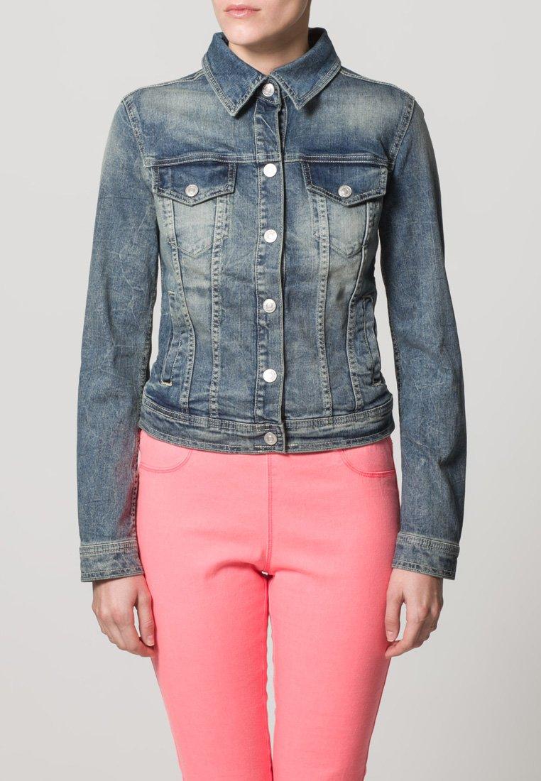 10_Giacca di jeans Benetton, in blue denim. Modello corto con chiusura a bottoni e colletto clssico (50 € su Zalando)