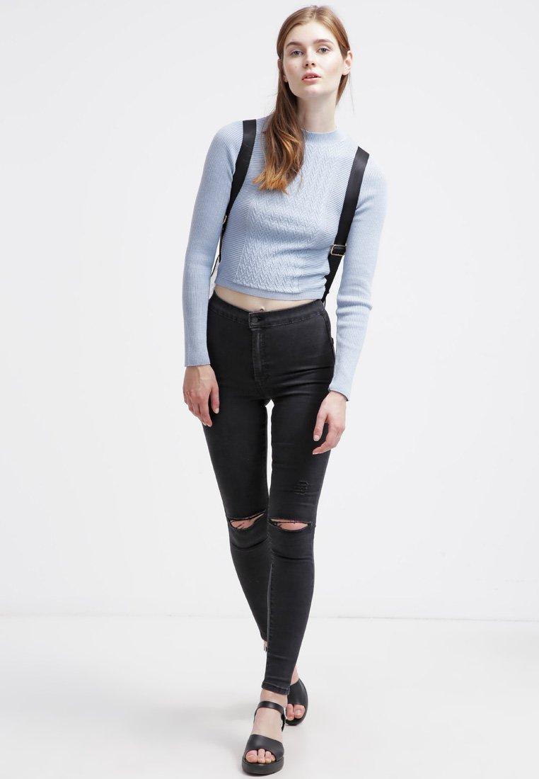 12_jeans strappati donna