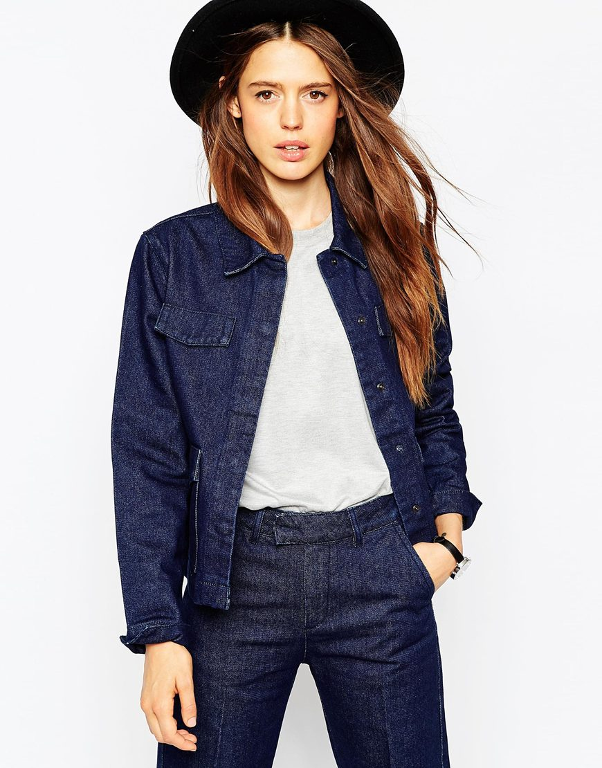 16_Giacca denim Asos, color indaco profondo, colletto a punta (52,99 € su Asos)