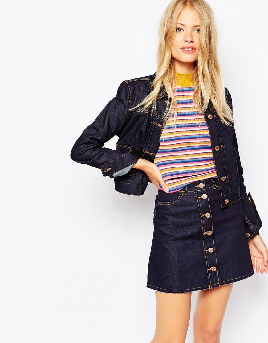 19_Giacca di jeans Monki, taglio corto e cuciture a contrasto (48,99 € su Asos)