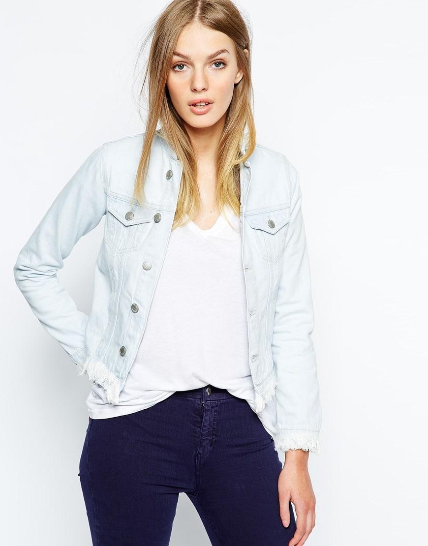 28_Giacca di jeans sfrangiata Mih Jeans, con colletto alla coreana (317,99 € su Asos)