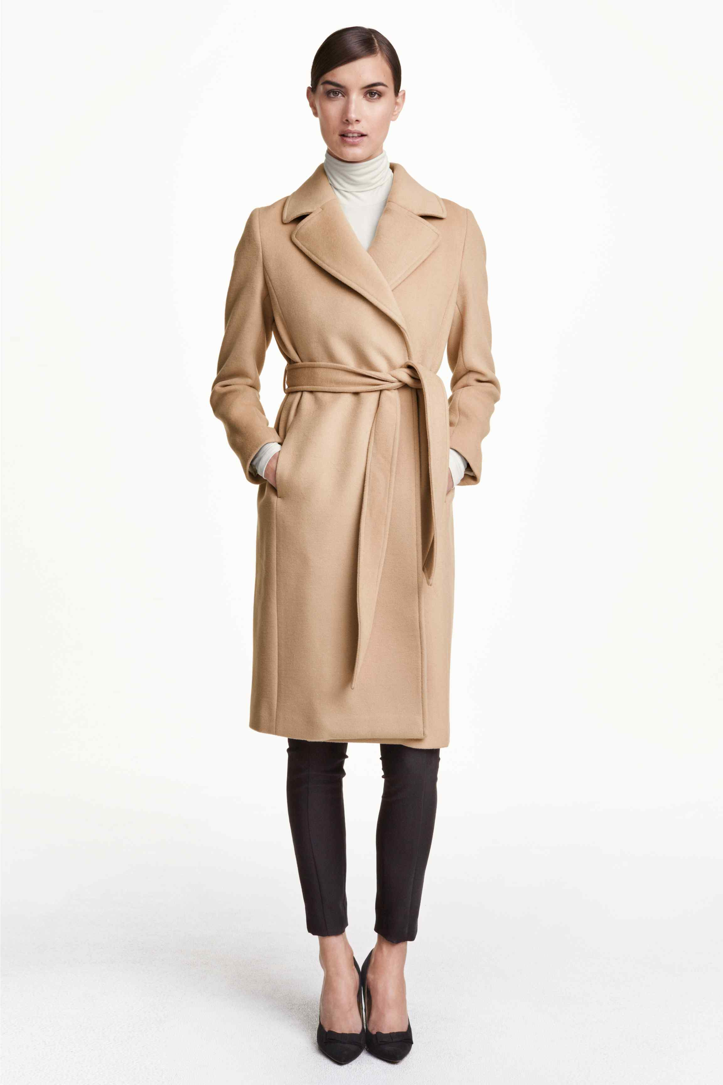 29_Trench pesante H&M, leggermente sciancrato in feltro di misto lana. Cintura da allacciare in vita, tasche nelle cuciture laterali (99 € sullo store online)