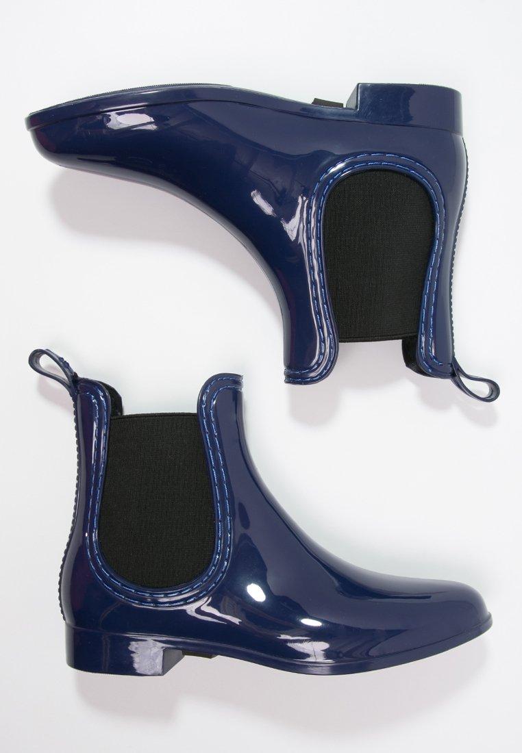 5_ Stivali di gomma