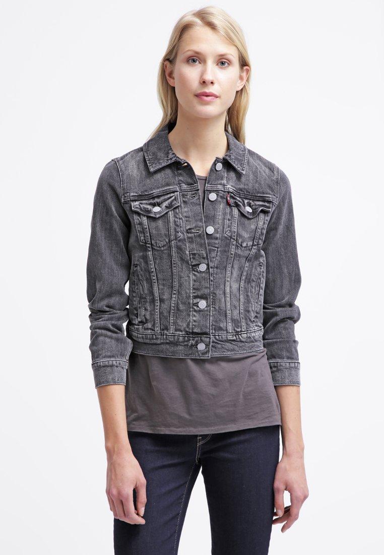 5_Giacca di jeans Levi's, tonalità Moon Tide. Corto e con colletto classico (100 € su Zalando)