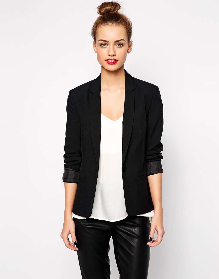 60_ Blazer sartoriale New Look, con colletto rever classico (32,99 € su Asos)