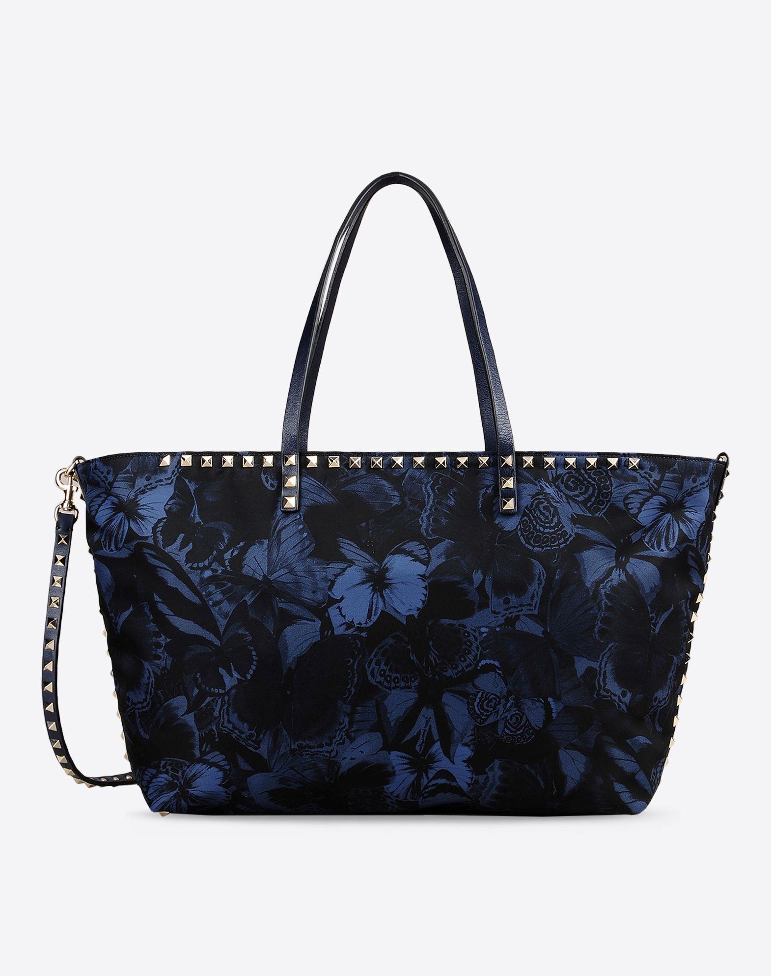 Borsa shopping piccola in nylon con stampa camu Butterfly. Manici in vitello e borchie platinate. la tracolla è removibile (1290 €)