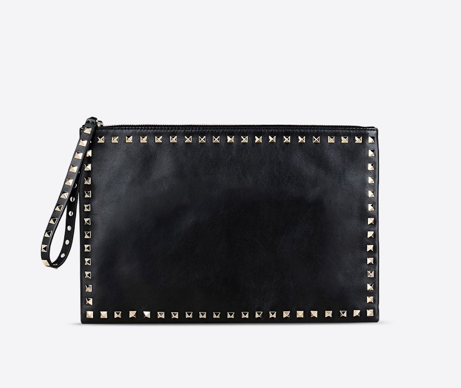 Clutch Rockstud in vitello. Borchie rifinite in platino (920 €)