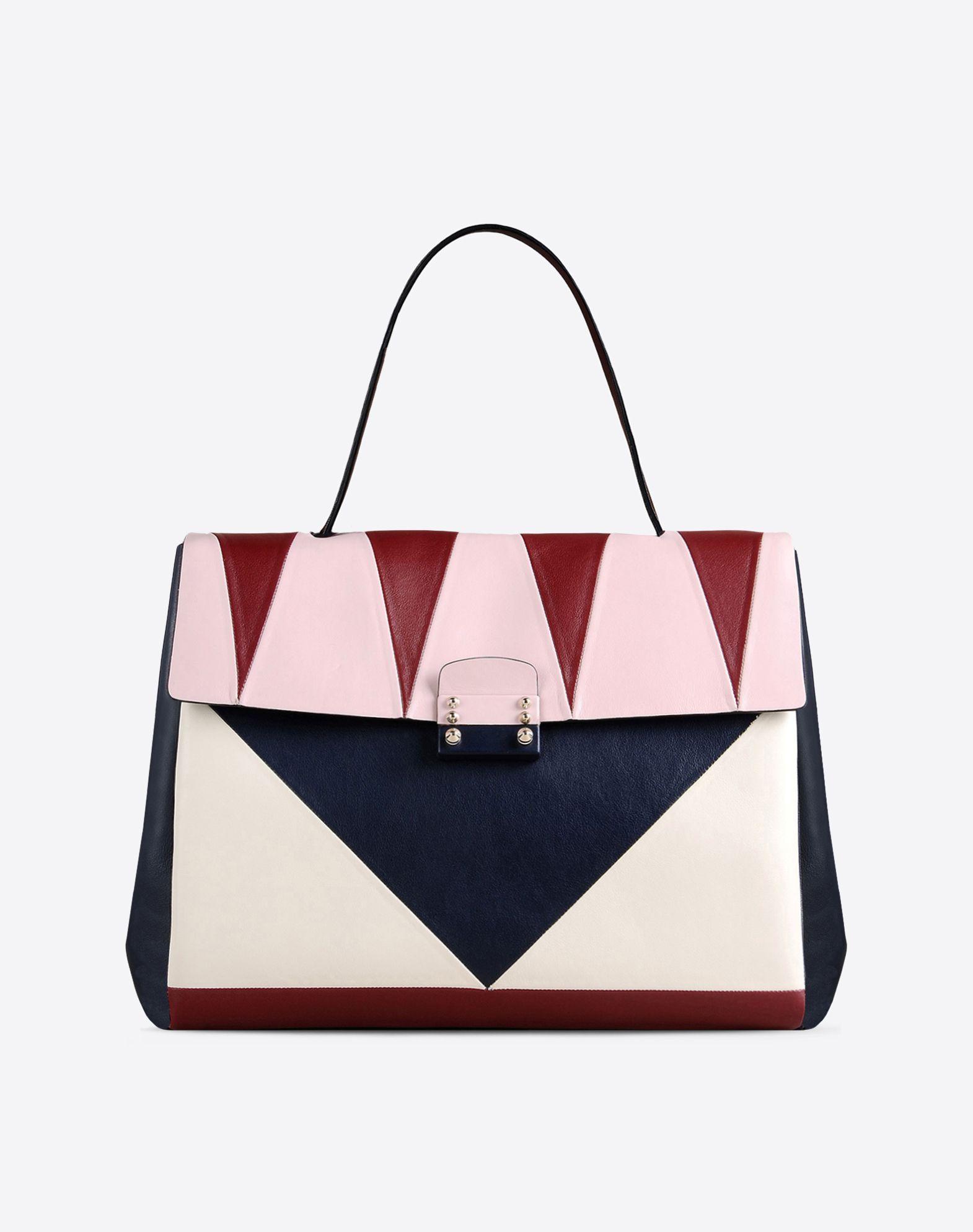 Handbag in vitello. Intarsi geometrici multicolore e chiusura ricoperta in pelle. Tre scompartimenti interni (2200 €)