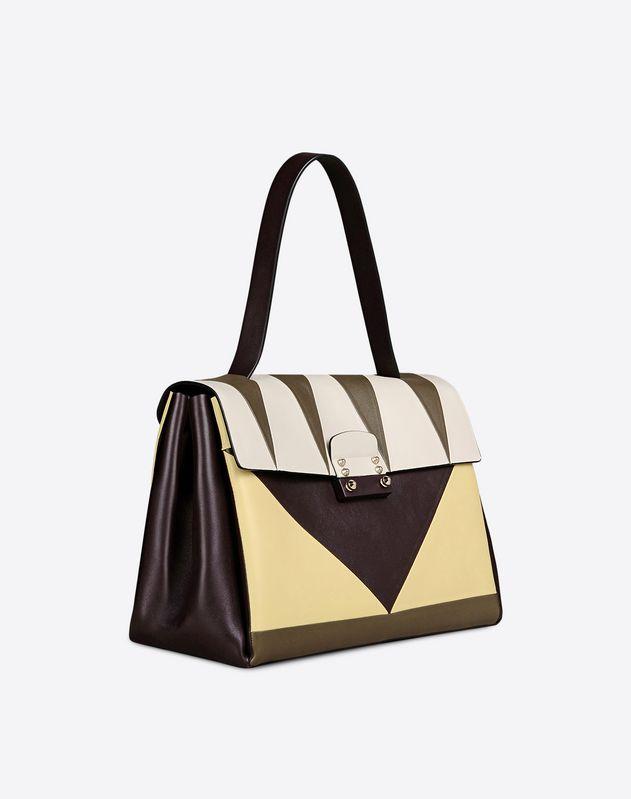 Handbag piccola in vitello. Intarsi multicolore geometrici. Tre scomparti interni (1900 €)