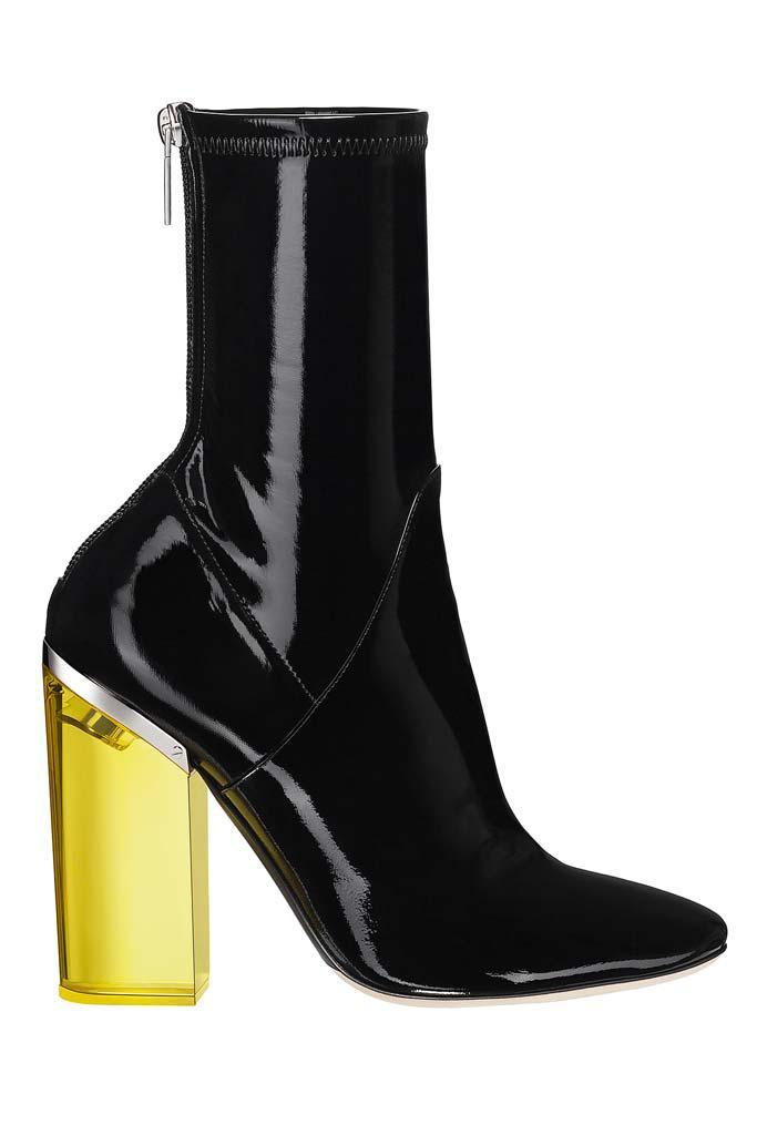Il trend dei tacchi larghi si unisce al latex in due delle proposte autunnali di Dior