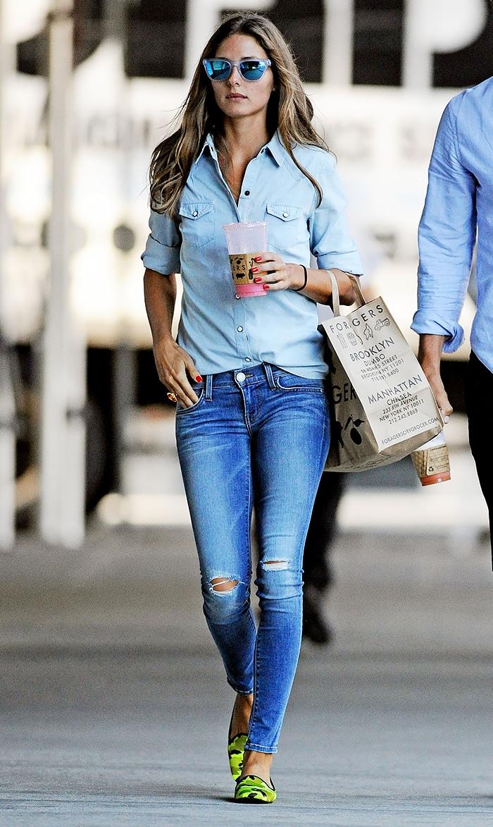 Anche la It-Girl Olivia Palermo non ha saputo resistera a un total look denim estivo