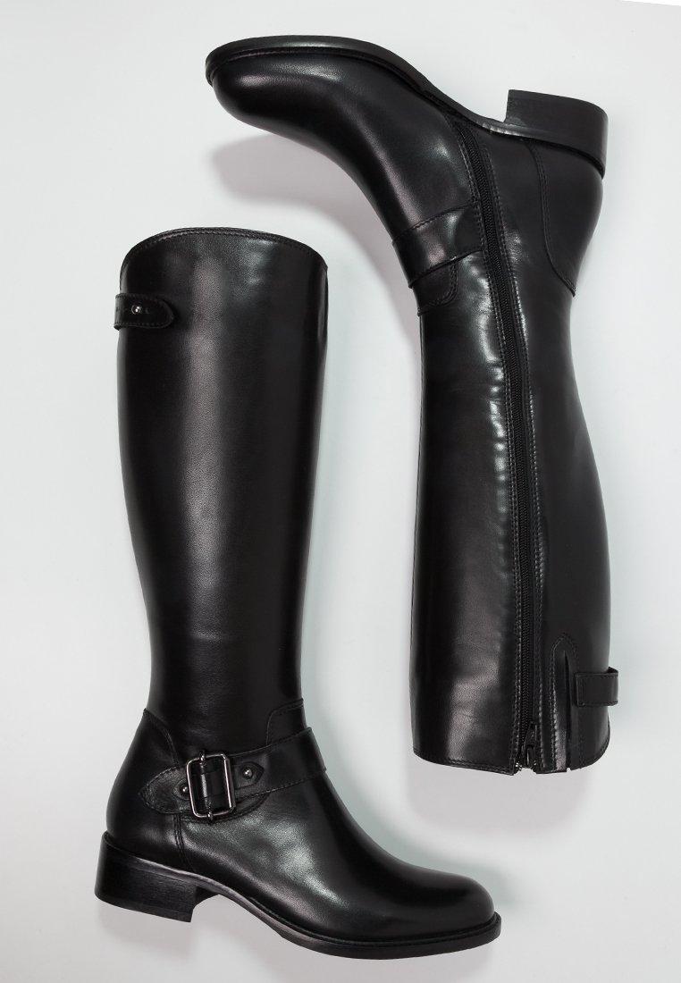 12_Stivali da donna neri senza tacco