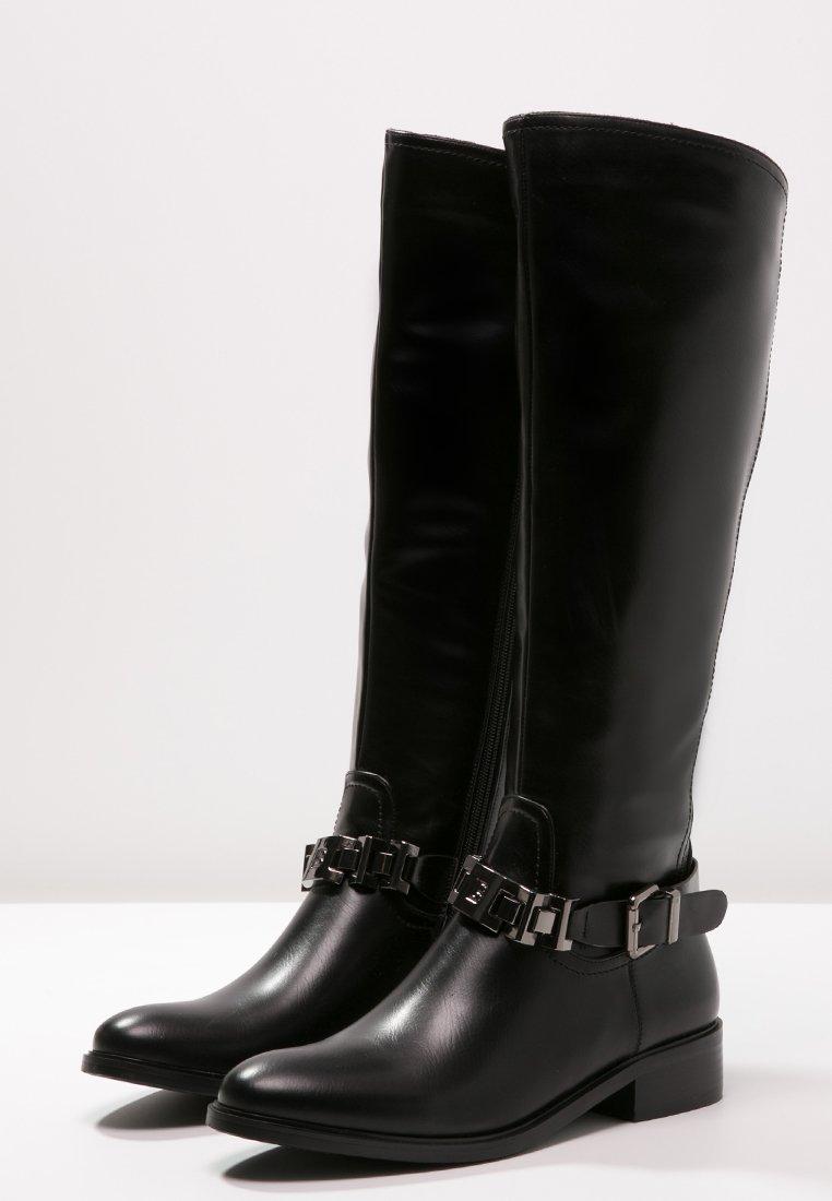 14_Stivali da donna neri senza tacco