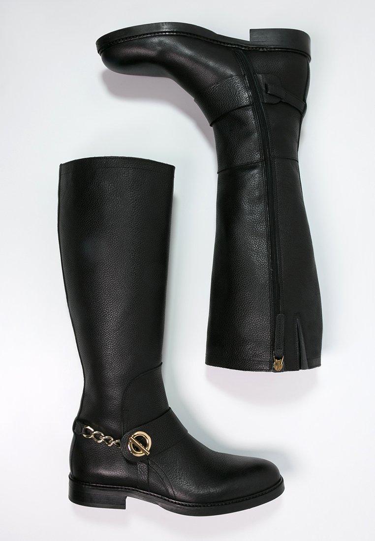 15_Stivali da donna neri senza tacco
