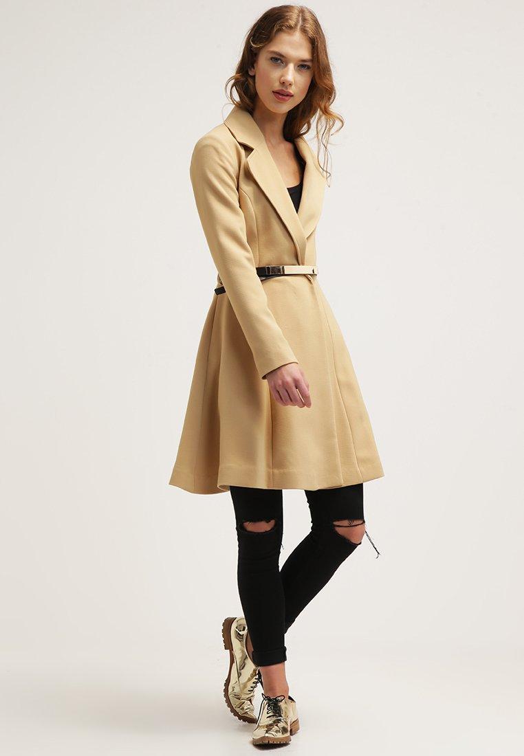10_cappotto cammello classico