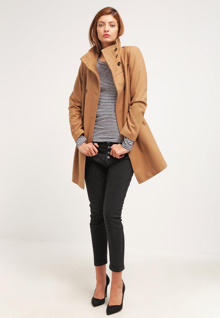 11_cappotto cammello classico