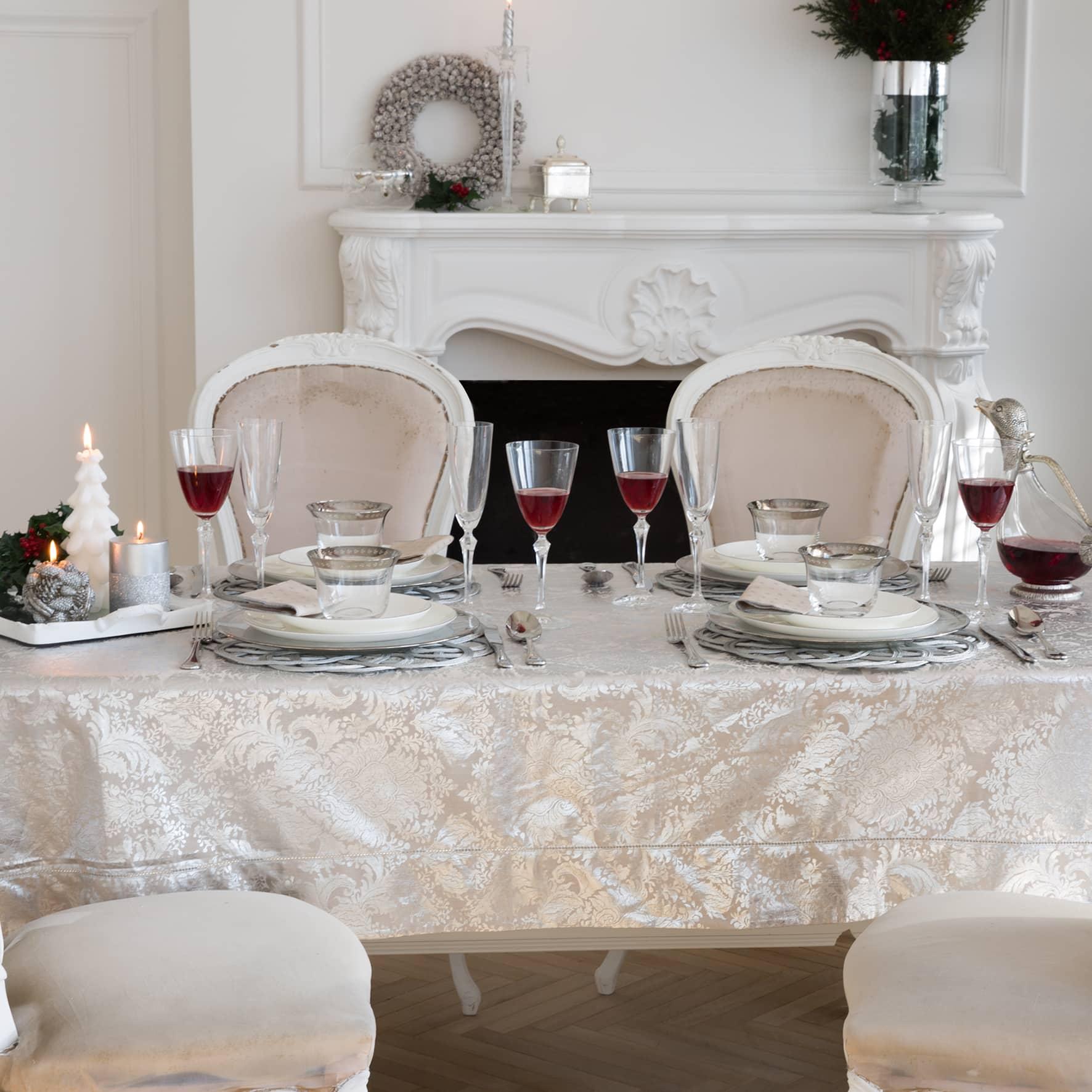Tavola di Natale bianco e oro