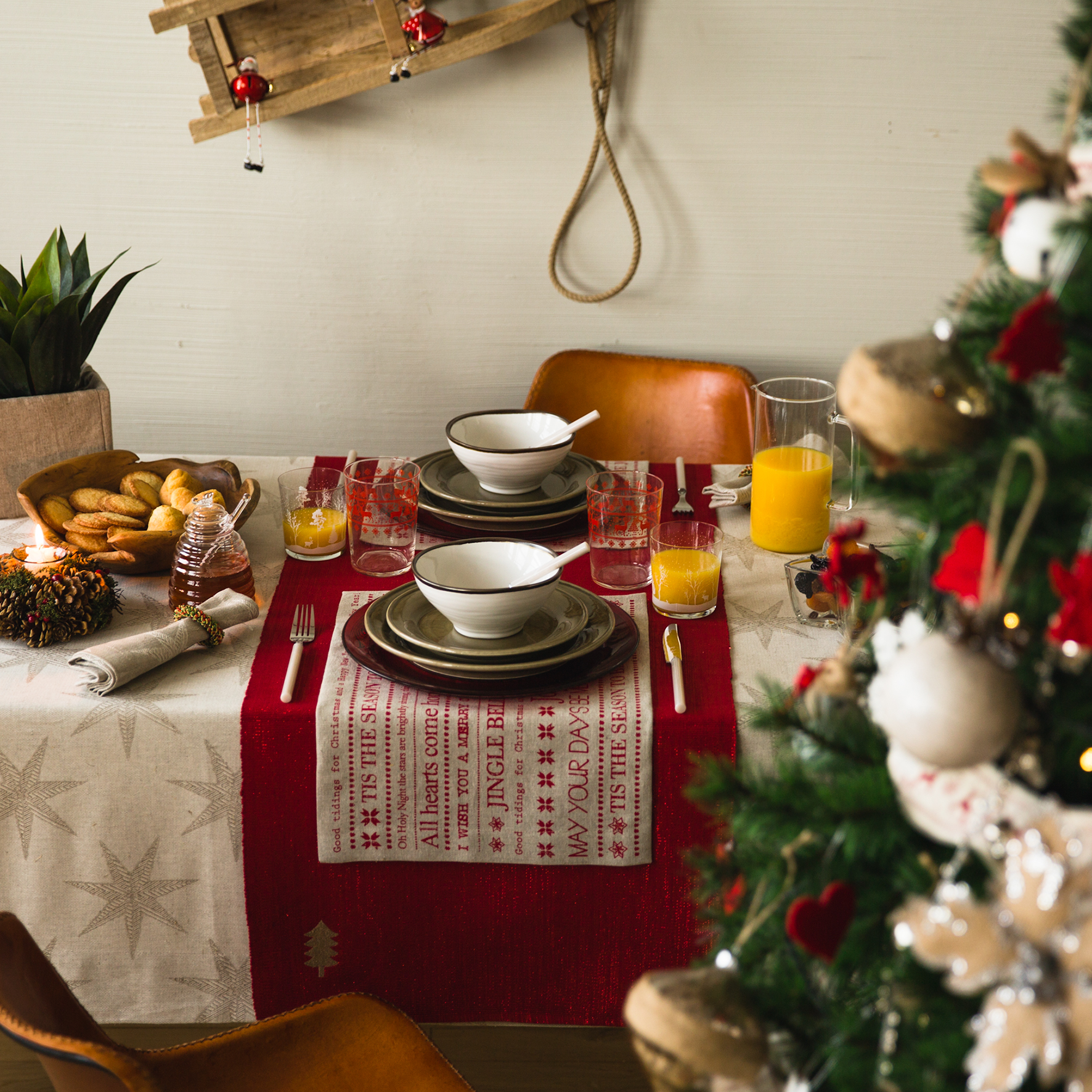 Tavola di Natale bordeaux
