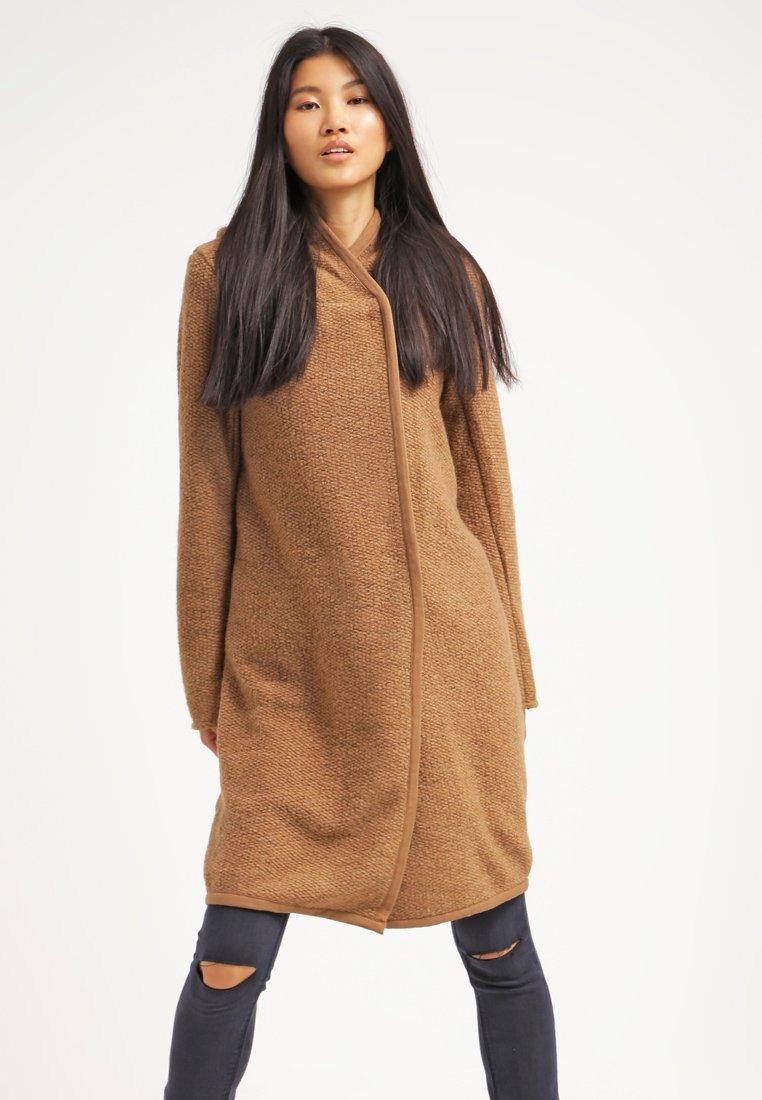 12_cappotto cammello classico
