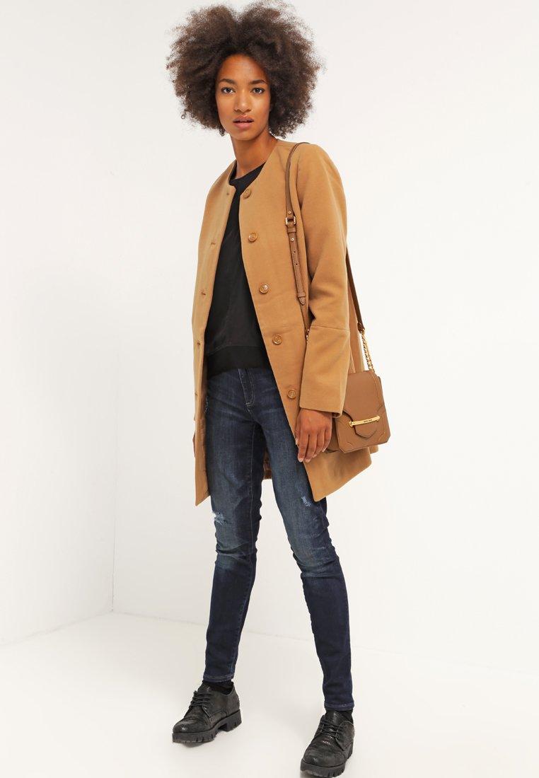 7_cappotto cammello classico