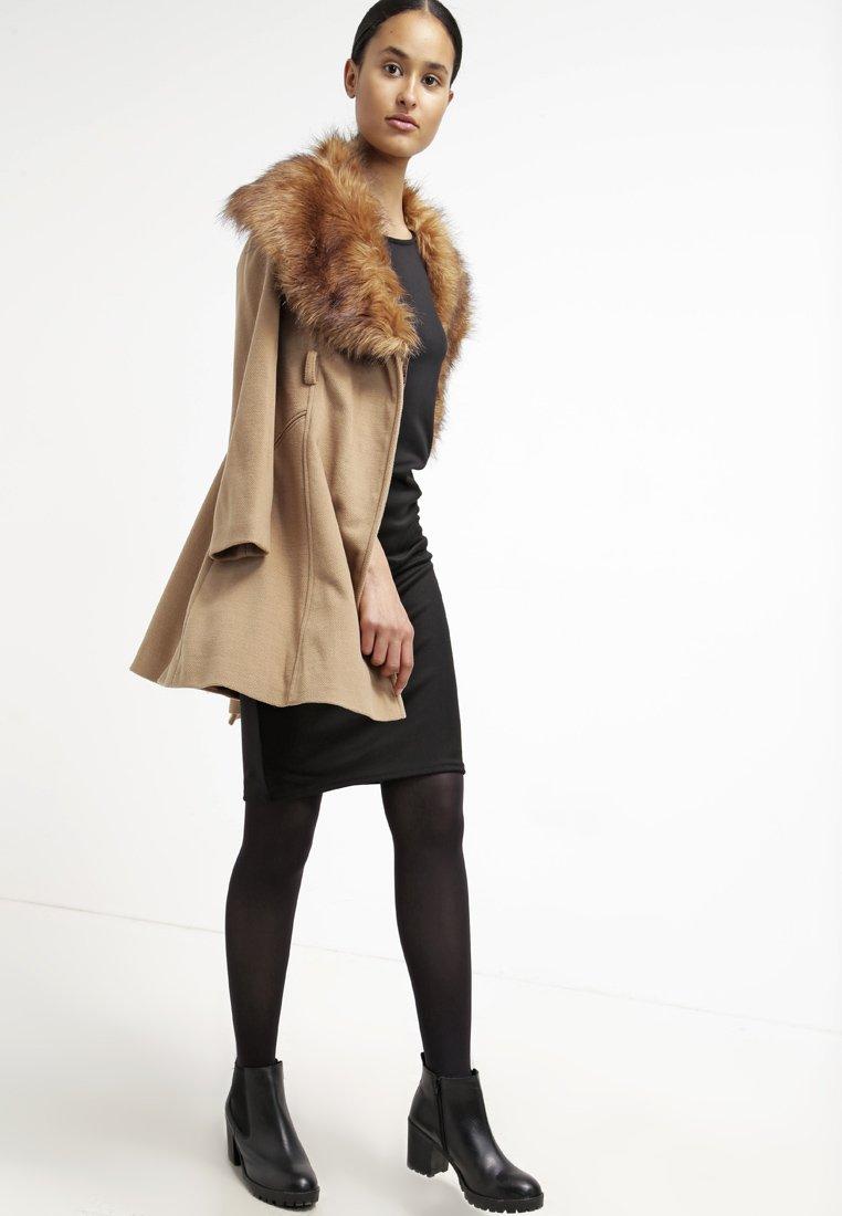 8_cappotto cammello classico