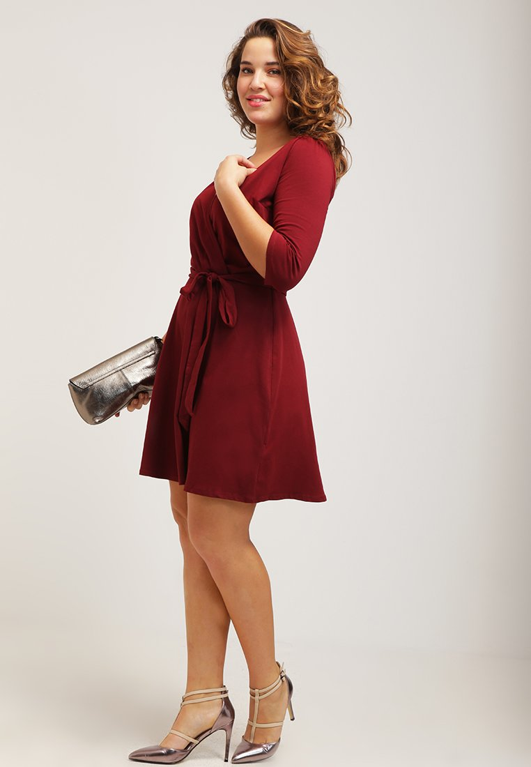 4 Holiday party look abiti curvy