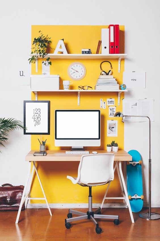 Arredare lo studio: idee se ti piace il giallo
