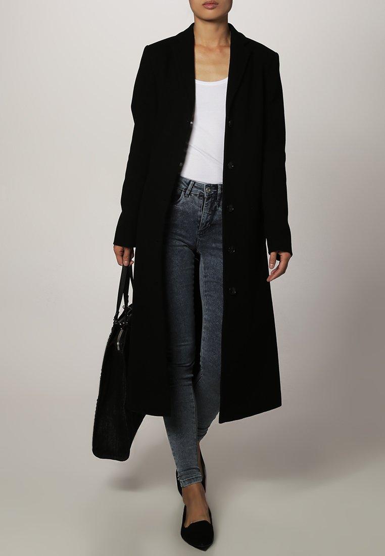 cappotto nero classico