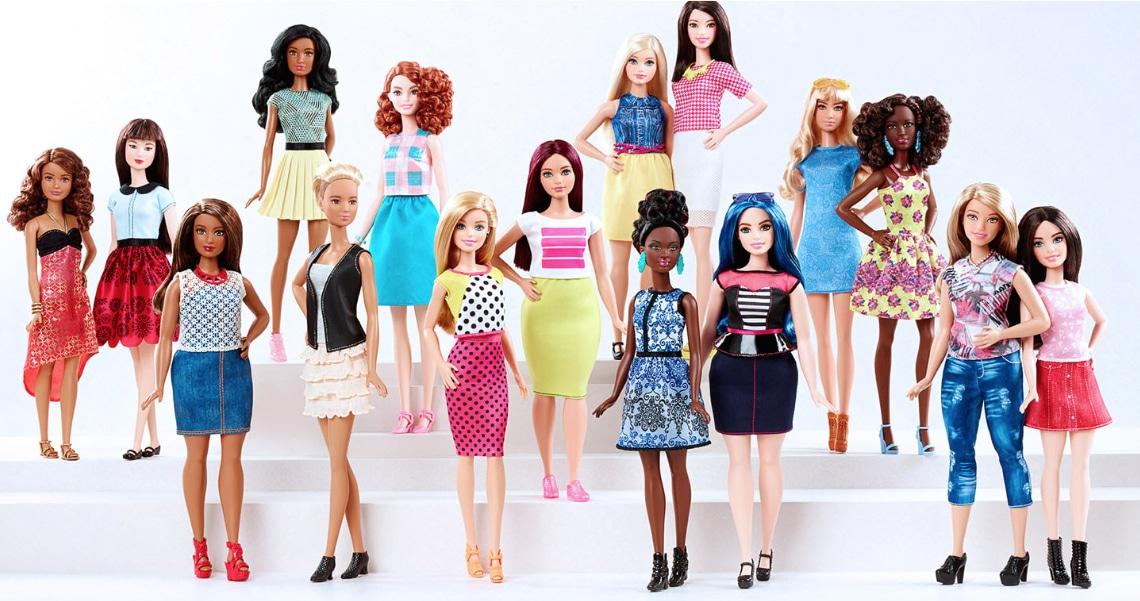 Barbie, le nuove silhouette petite, curvy e tall che segnano l'evoluzione della sua immagine