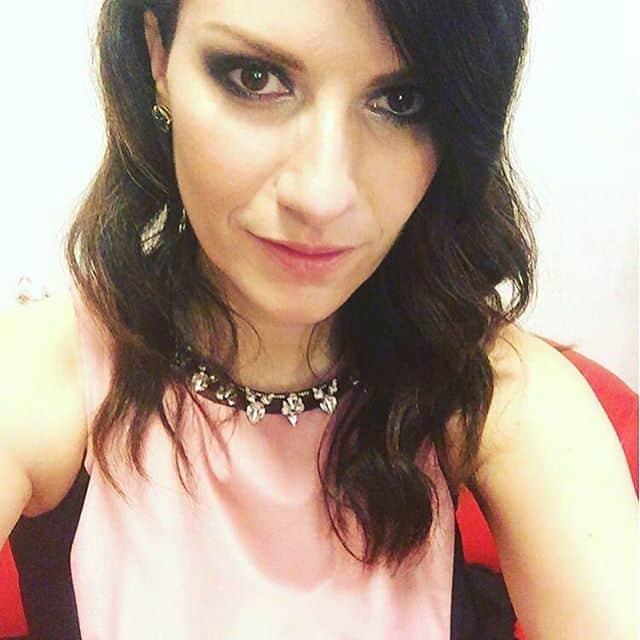 Laura Pausini in rosa e nero