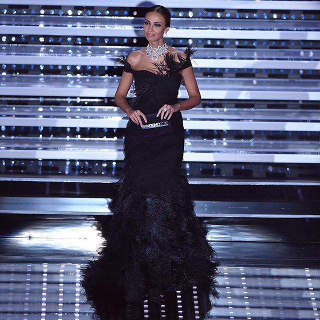 Madalina Ghenea, il secondo look in total black