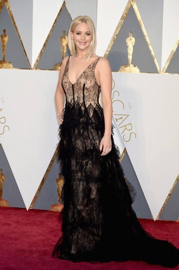 Jennifer lawrence dior oscar 2016