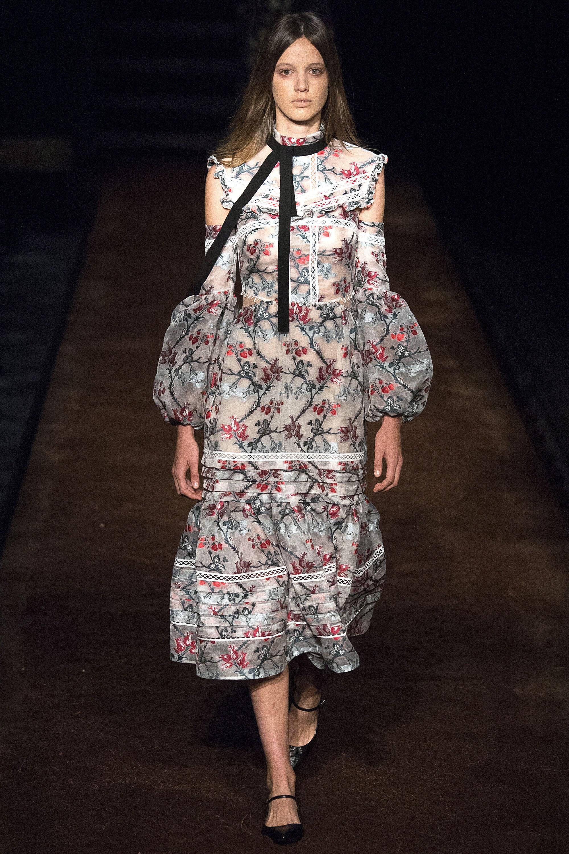 Vestiti a microfantasia per la primavera 2016 erdem