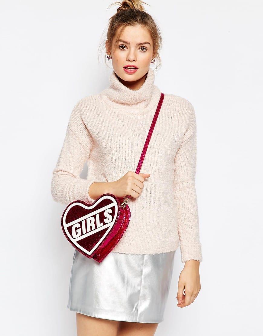 """Borsa a tracolla rosa a forma di cuore con scritta """"Girls"""""""