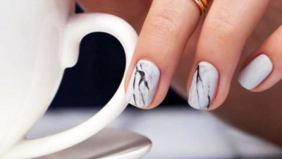 Smalti e manicure per l'estate, 5 idee (e no alla nail art)