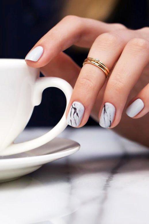 Smalti e manicure per l'estate, 5 idee (e no alla nail art)