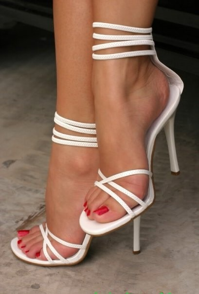 Unghie e piedi curati: sì!