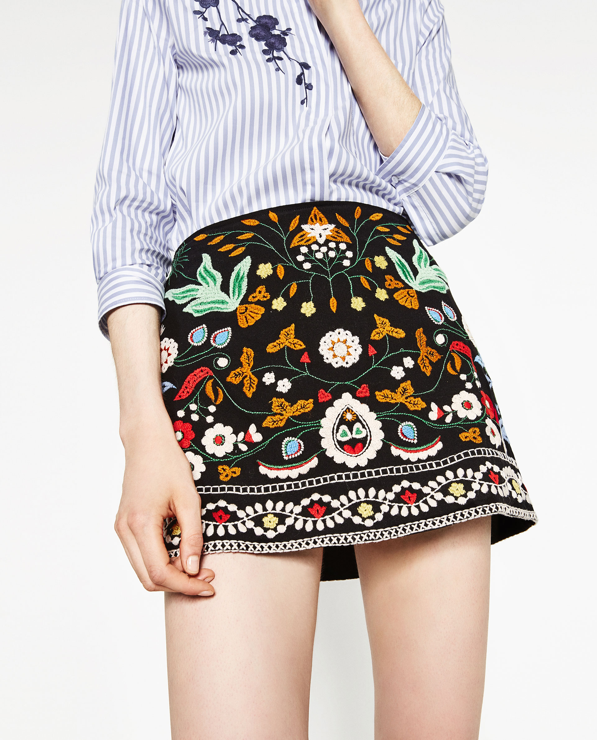 minigonna ricamata