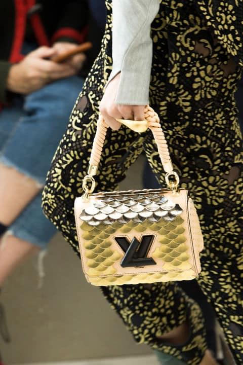Borse moda 2017: manici décor in primo piano