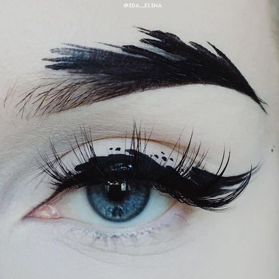 Instagram e le sopracciglia a piuma: ecco le feather brows!