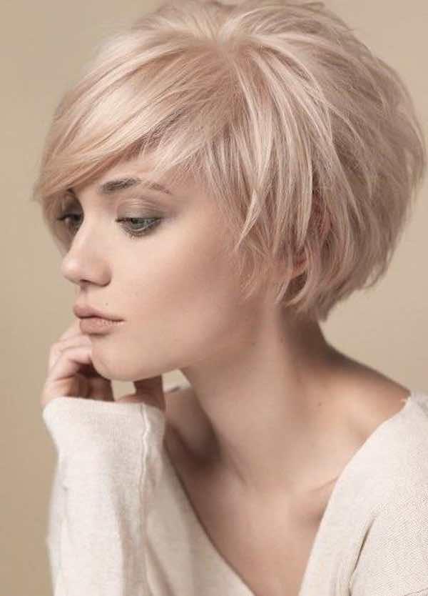 Taglio capelli media lunghezza pari
