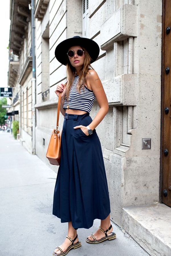Crop top e pantaloni larghi