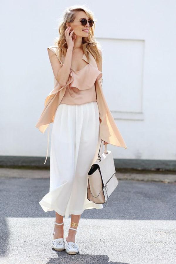 Le espadrillas abbinate a culotte bianchi e top estivo