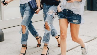 Jeans strappati: qualche idea su come abbinarli quest'estate
